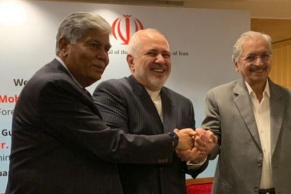 حضور ظریف در جمع اعضای اتحادیه صنایع هندوستان
